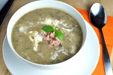 Makkelijke champignon-aardappelsoep met tonijn