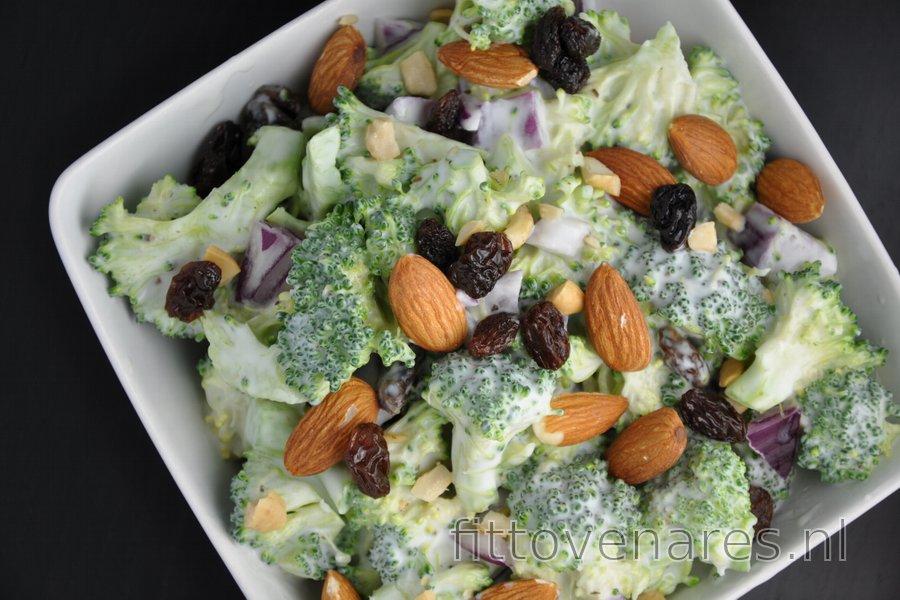 Gezonde Broccolisalade met Rozijnen en Amandelen