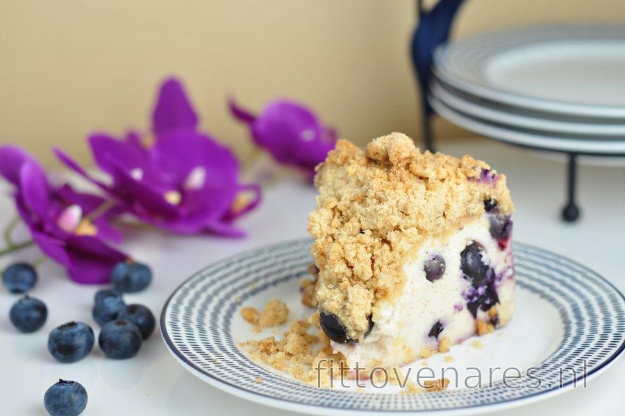 Bosbessen-yoghurtcake met krokante crumble