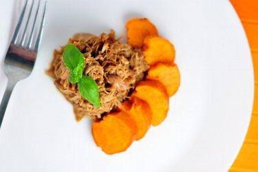 Overheerlijke pulled chicken met honing en zoete aardappels
