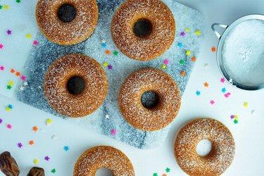 Eenvoudige gebakken haverdonuts