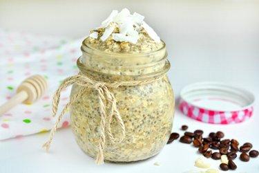 Recept voor een pudding met kokos, latte en chiazaadjes