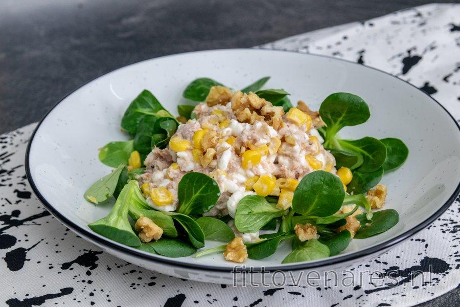 Tonijnsalade met Hüttenkäse, Mais en Walnoten
