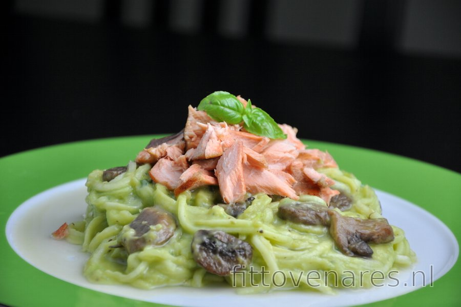 "Courgette ""Spaghetti"" met Zalm en Romige Avocadosaus"