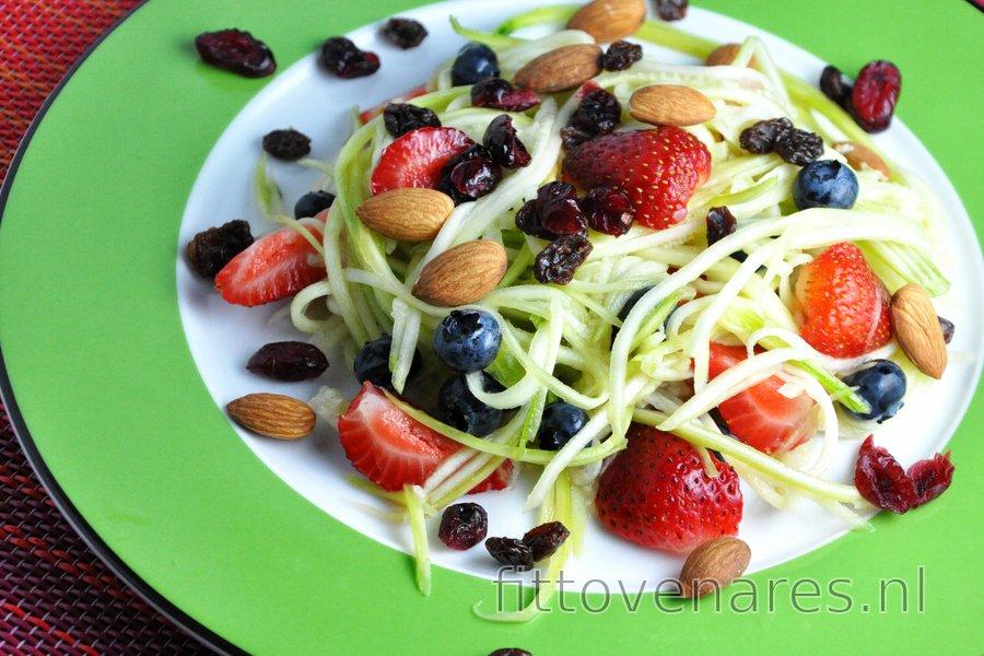 Lichte Courgette-Fruitsalade met Limoendressing